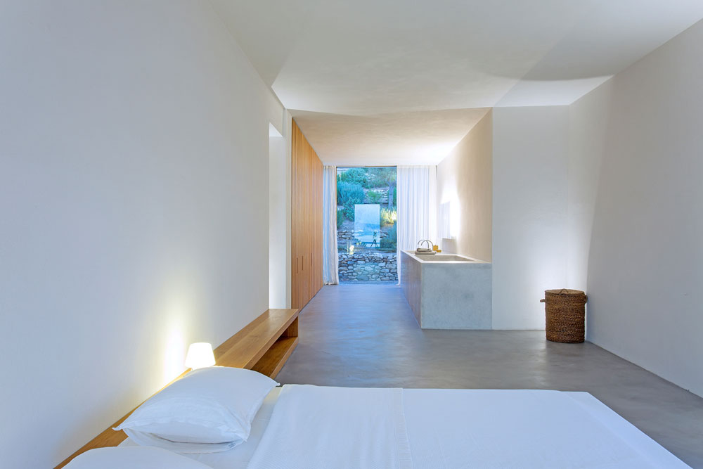 white-cubical-villa-project-studio265-9